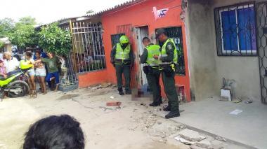 La víctima murió en la puerta de la casa.