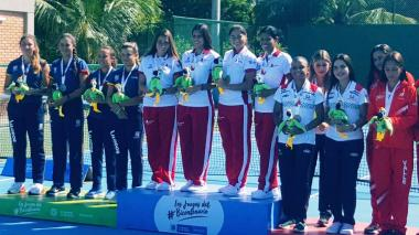 Gabriela Mejía, María Paulina Pérez, María Fernanda Herazo y Maryori Franco en el primer lugar del podio de Juegos Nacionales.