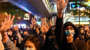 Marchantes y manifestantes en Hong Kong.