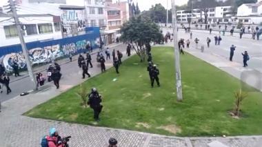 Enfrentamientos entre encapuchados y Esmad en la Universidad Nacional en Bogotá