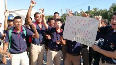 En video | Estudiantes del Sena bloquean la calle 30 en protesta por muerte de Dilan Cruz