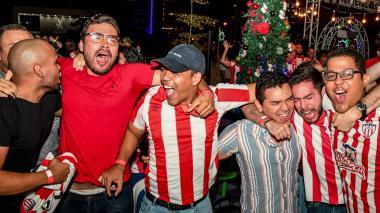 Fútbol y velitas: cómo vivir la fiesta desde casa