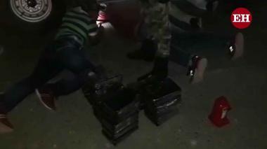 En video | Capturan a sujeto que transportaba 34 paquetes de cocaína camuflados en su camioneta