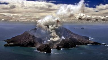 Cinco muertos y casi 20 heridos en erupción de volcán en Nueva Zelanda