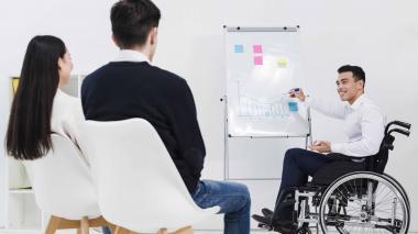 La incorporación de personas con discapacidad al ámbito laboral permite mayores niveles de independencia económica.
