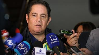 """Vargas Lleras lanza fuertes críticas al Gobierno por """"paro"""" en la infraestructura"""
