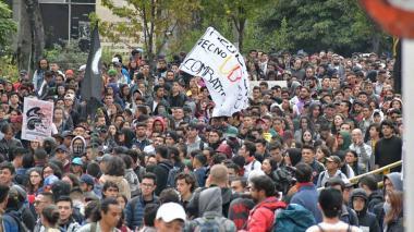 Manifestantes en el Paseo Bolívar de Barranquilla durante las marchas del 21 de noviembre.