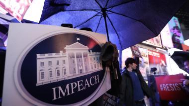 Manifestantes en Nueva York Expresan su respaldo el juicio político a Trump.