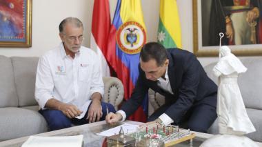 Jorge Luis Restrepo firma el acta que lo confiere como rector de la Uniatlántico.
