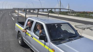 Hernando Pinilla, Roberto Bermúdez y Ángel Henríquez fueron los primeros en usar el nuevo puente.