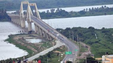 Postal del viejo puente Pumarejo, o Laureano Gómez como fue nombrado oficialmente.