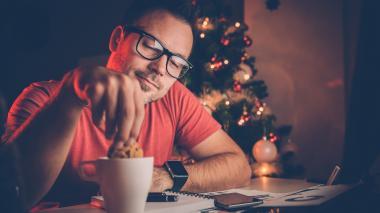 Una de las recomendaciones brindadas por los expertos es la de evitar aislarse para no caer en pensamientos negativos.