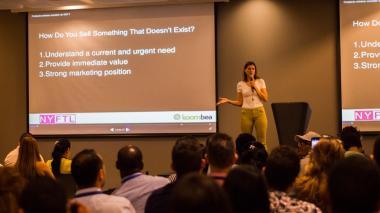 Ellie Cachette, gestora de capital de riesgo, en su conferencia ante emprendedores en Barranquilla.