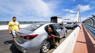 30 comparendos impuestos por mal parqueo en el Puente Pumarejo