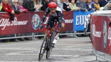 Fabio Aru en acción en una carrera ciclística.