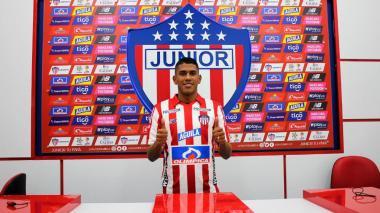 """""""Soy un lateral izquierdo con seguridad en defensa, con buen trato a la pelota y buena salida"""": Jeison Angulo"""