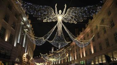 La calle Regent, una de las más populares de Londres, brilla con figuras navideñas en las que se utilizaron 300.000 luces Led.