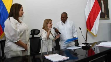 La gobernadora Elsa Noguera se posesiona frente a la Asamblea del Atlántico