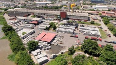 Vista aérea de las instalaciones de la planta de la empresa Eternit ubicada en Barranquilla.