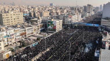 En video | Marea humana en Teherán para rendir homenaje al general Soleimani