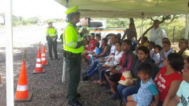 Policía de carreteras durante campañas de sensibilización y seguridad vial.