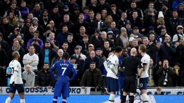 Policía archiva caso de supuestos gritos racistas durante el partido entre Tottenham y Chelsea