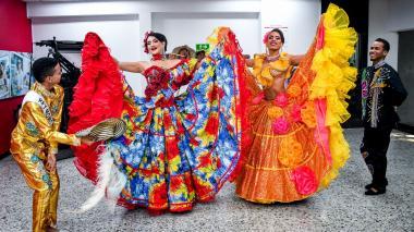 Presentación de los reyes del Carnaval Gay en la recepción de EL HERALDO.