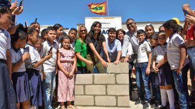 Alcalde Pumarejo dio inicio a las obras de ampliación del colegio José Martí