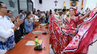 Isabella Chams Vega baila ante los concejales de Barranquilla.