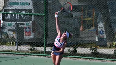 Lauren Anzalotta sufre, pero llega  a las semifinales