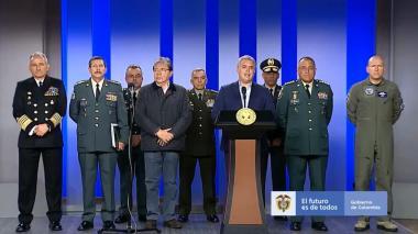 El excomandante del Ejército Nicacio Martínez, Carlos Holmes Trujillo y el presidente Iván Duque en el anunció de Zapateiro como nuevo comandante del Ejército Nacional.