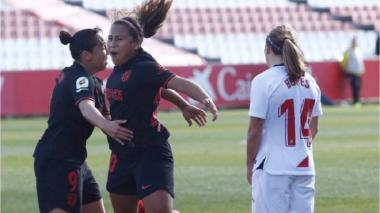 Las colombianas Santos y Echeverri anotan en el empate de Sevilla y Atlético