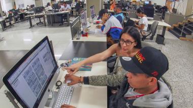 Aspecto general de la sala de redacción del diario EL HERALDO.