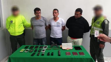 Los tres capturados por la Policía Metropolitana.