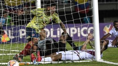 El cartagenero Jorge Carrascal festejando el gol del empate ante Venezuela en los últimos segundos del primertiempo.