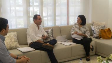 Roys con la directora del PDET, Elvia Mejía.