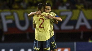 Eduard Atuesta celebrando junto a Eddie Segura.