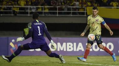 Nicolás Benedetti en acción durante el juego de Colombia ante Chile.