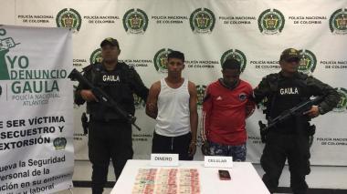 Capturan a dos hombres que extorsionaban a comerciante de Barranquillita