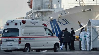 Suben a 64 los infectados por coronavirus en crucero en Japón