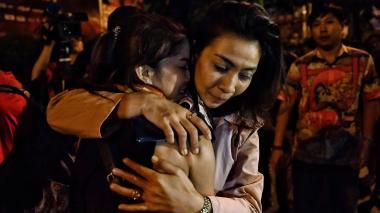 Último adiós de las familias a las 29 víctimas de la matanza en Tailandia