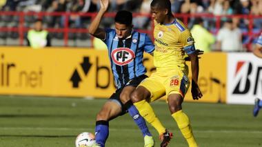 Acción del juego entre Huachipato y Deportivo Pasto.
