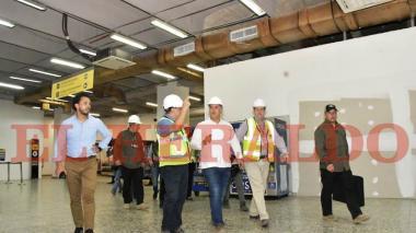 El presidente Iván Duque recorrió los pasillos de la terminal aérea.