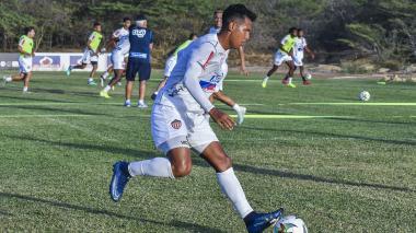 James Sánchez en acción durante un entrenamiento con Junior.