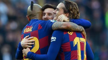 Messi anota cuatro y Barsa es líder
