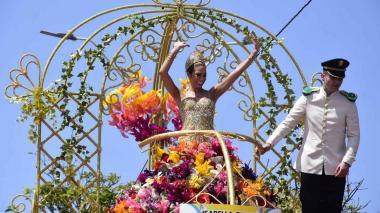 En video   Batalla de Flores, cañonazos de confeti y disparos de tradición se tomaron la Vía 40