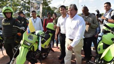 El ministro de Defensa, Carlos Holmes Trujillo, y el alcalde Mello Castro.