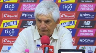 El técnico Julio Comesaña en rueda de prensa.