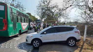 Así quedó la camioneta tras ser atacada a balas.