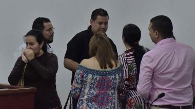Manuel Junior Ruiz, fiscal 61 Seccional de la Unidad Regional Antinarcóticos (camiseta negra).